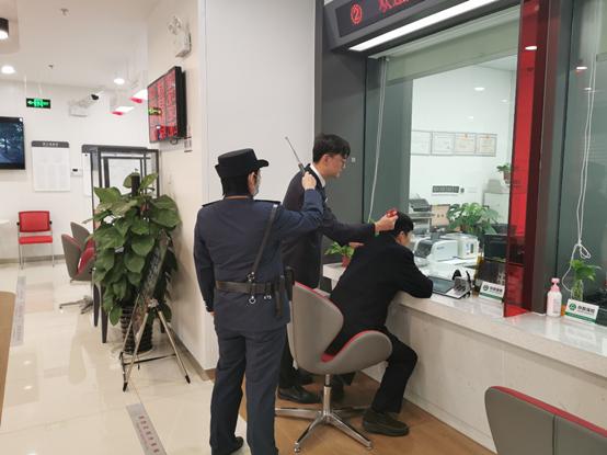 工行镇江丹阳城东支行组织开展应急演练