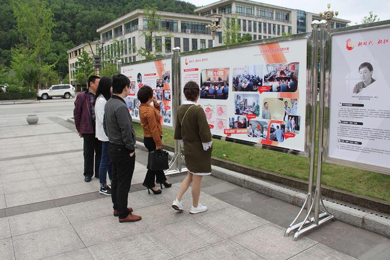 青川县司法局组织党员干部参观党风廉政建设图片展