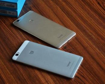 荣耀机型Note10将于明日发布 照片提前在微博曝光