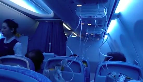 国航航班出现紧急迫降事件,乘客拒绝飞机模型作为赔偿