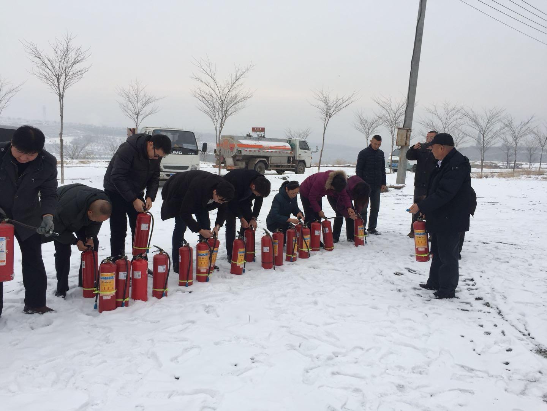 乌鲁木齐市东山生态园举行消防演练