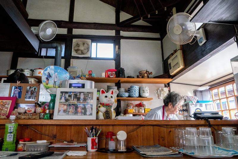 香川县以乌冬面闻名。从快餐连锁店到家庭经营的餐馆都卖乌冬面,例如直岛的这家Ishii Shouten